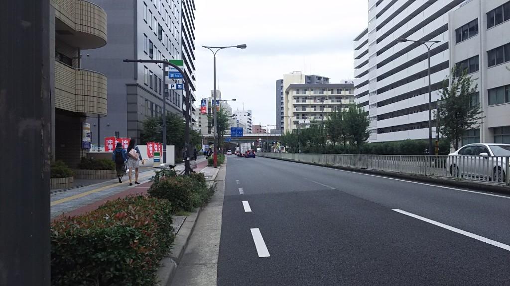 西中島南方駅 南西方面 淀川通り沿いの景色