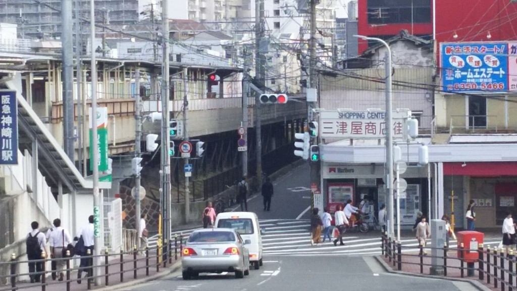 三ツ屋商店街と阪急神戸線