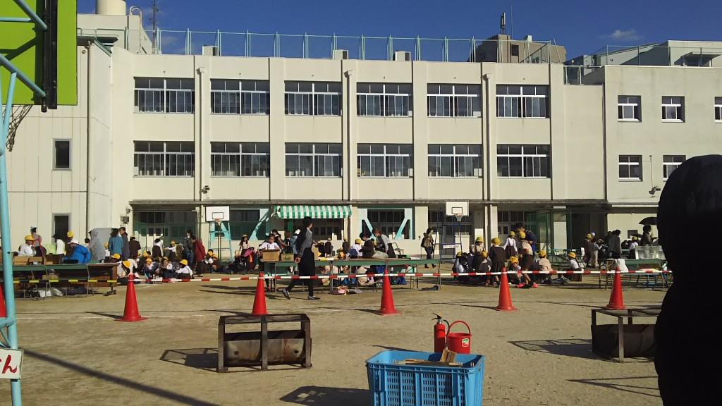 木川南小学校 秋の集会 トラック内の様子
