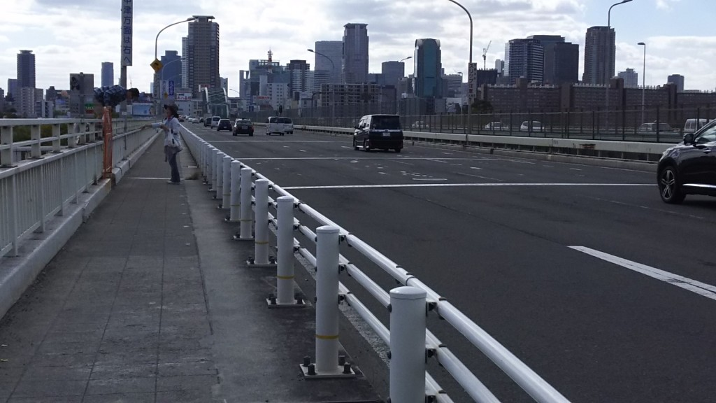 新御堂筋 橋の上