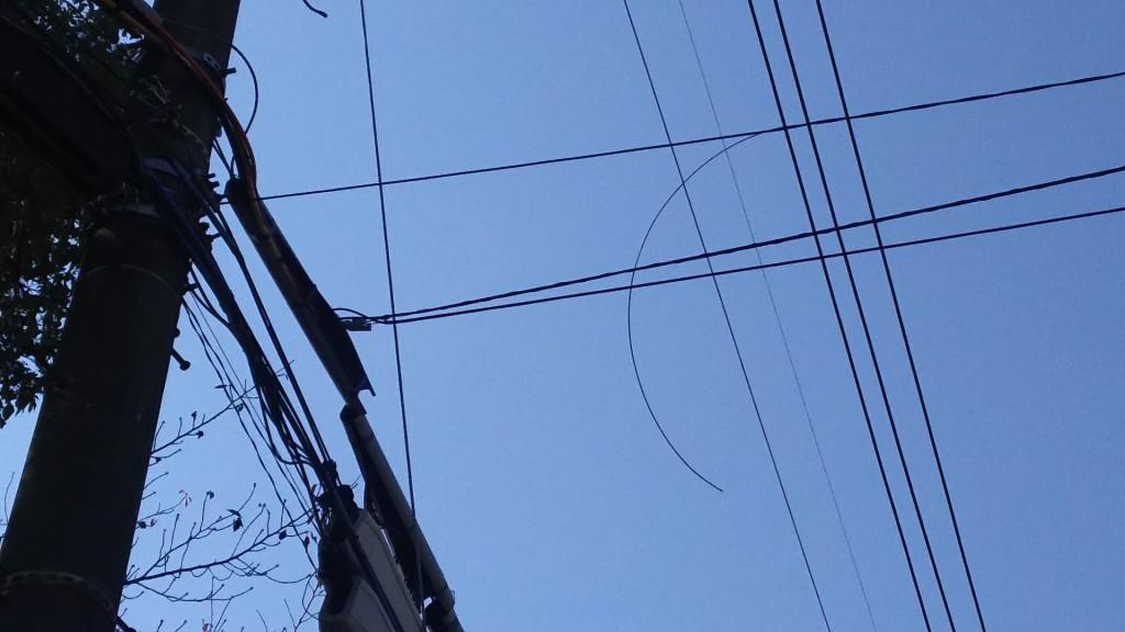 電線が垂れている