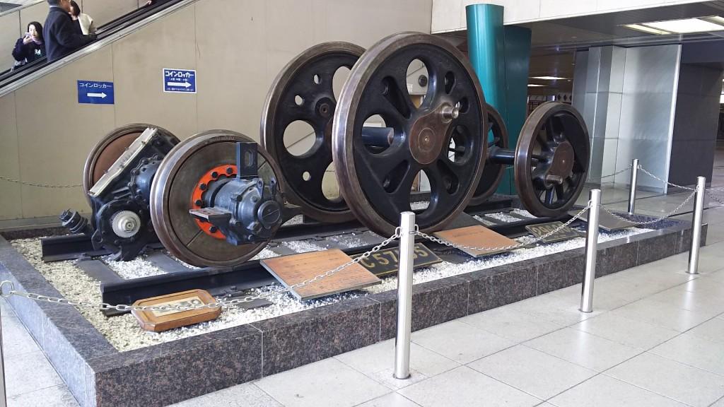新大阪駅 車輪展示
