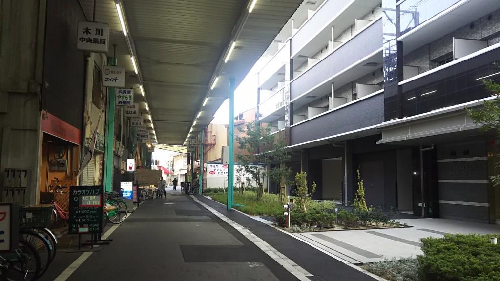 木川本町商店街 食品館前から 東側