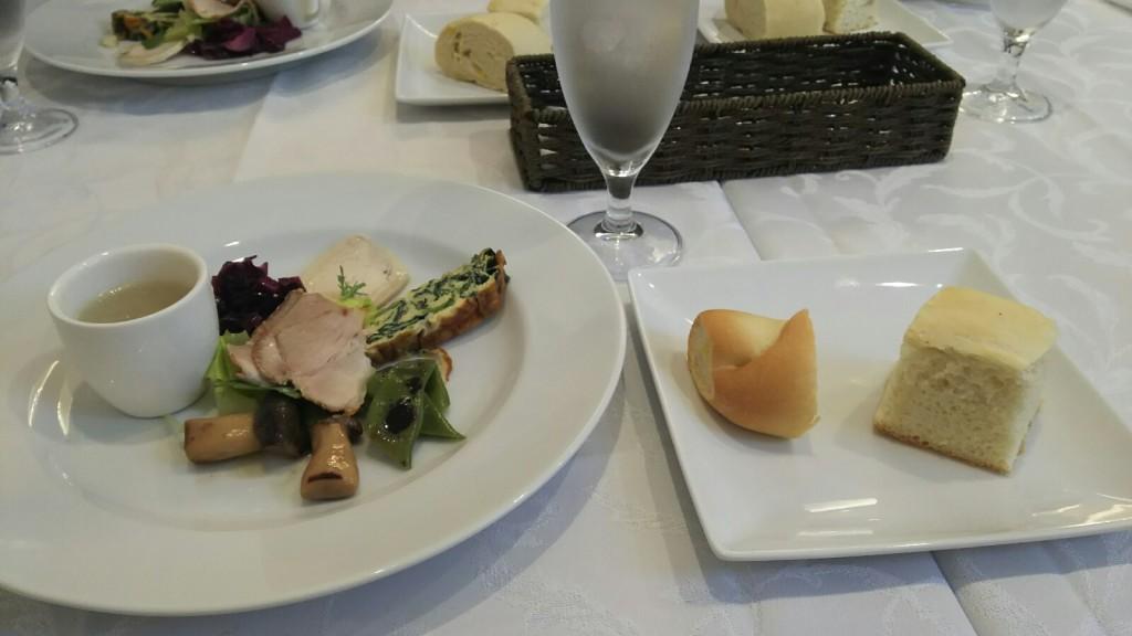 トラットリアチェーロ 前菜とパン