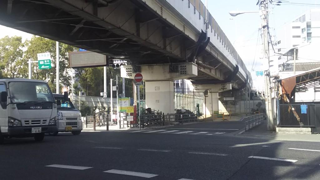淀川郵便局前交差点 十三バイパス高架下
