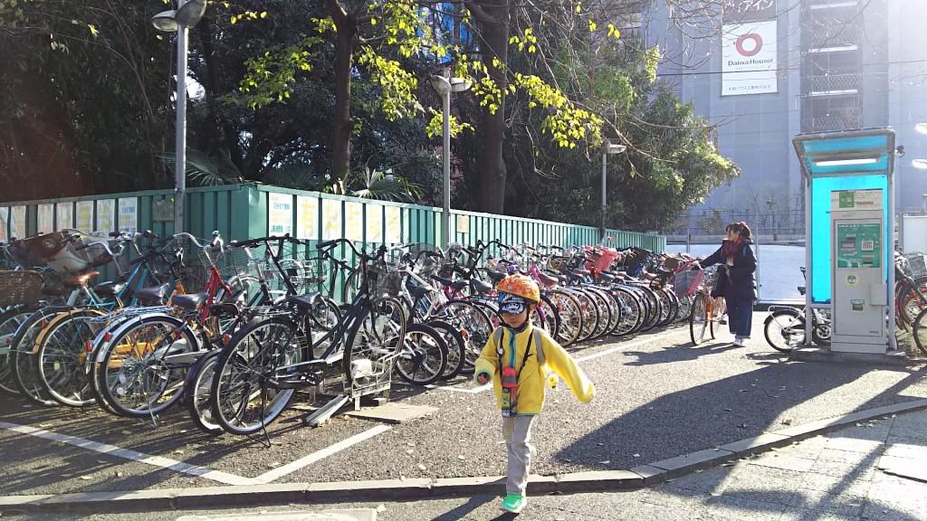 JR新大阪駅前 駐輪場 新大阪駅側から