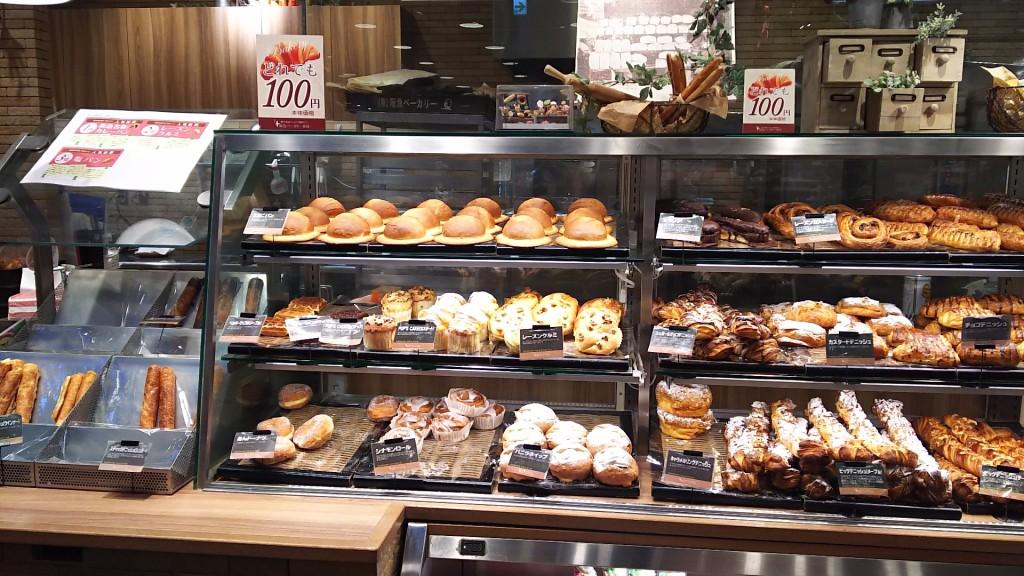 阪急OASIS パン売り場 ショーケース