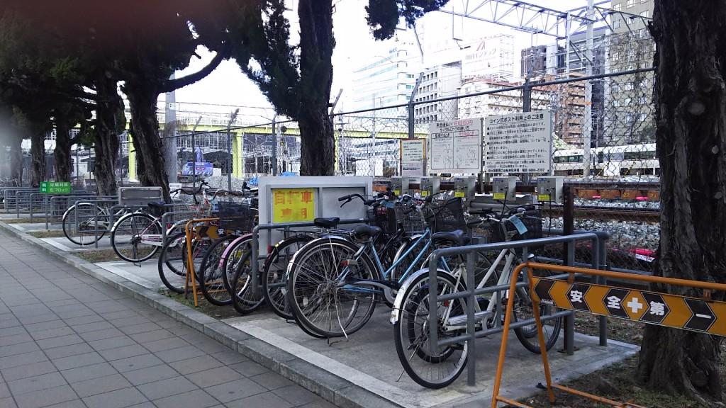 新大阪駅南口自転車置き場 コインポスト 定期と一時の境目
