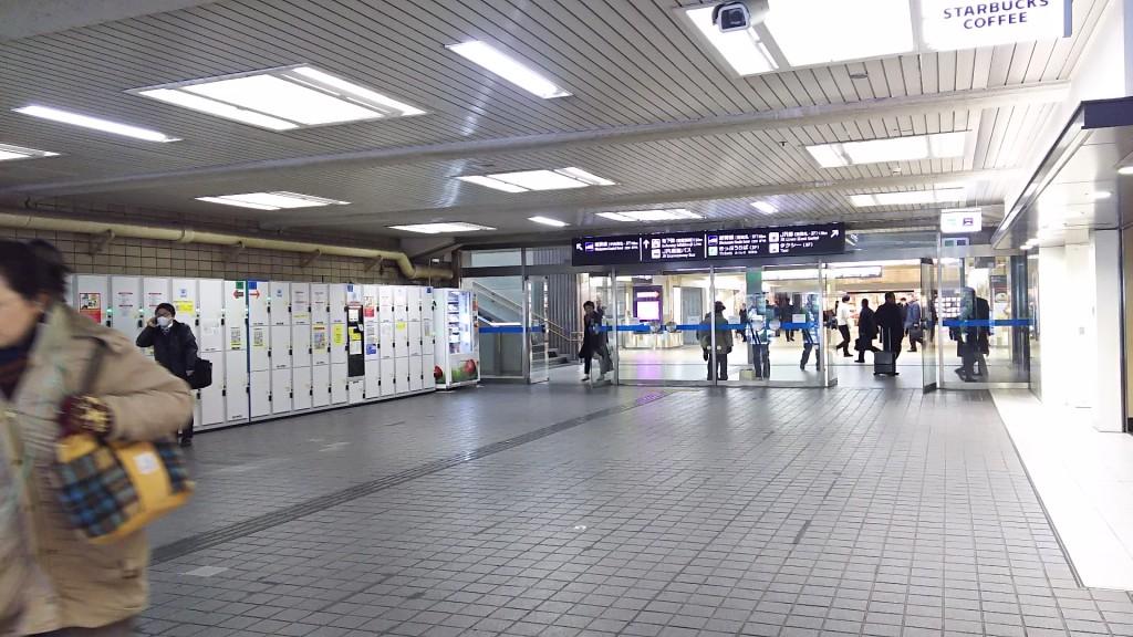 JR新大阪駅2階 階段上ってすぐ