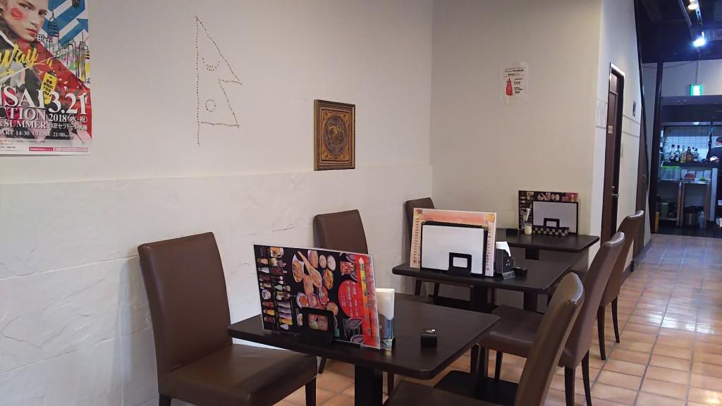 ニュータージマハルエベレスト 十三店 1階客席