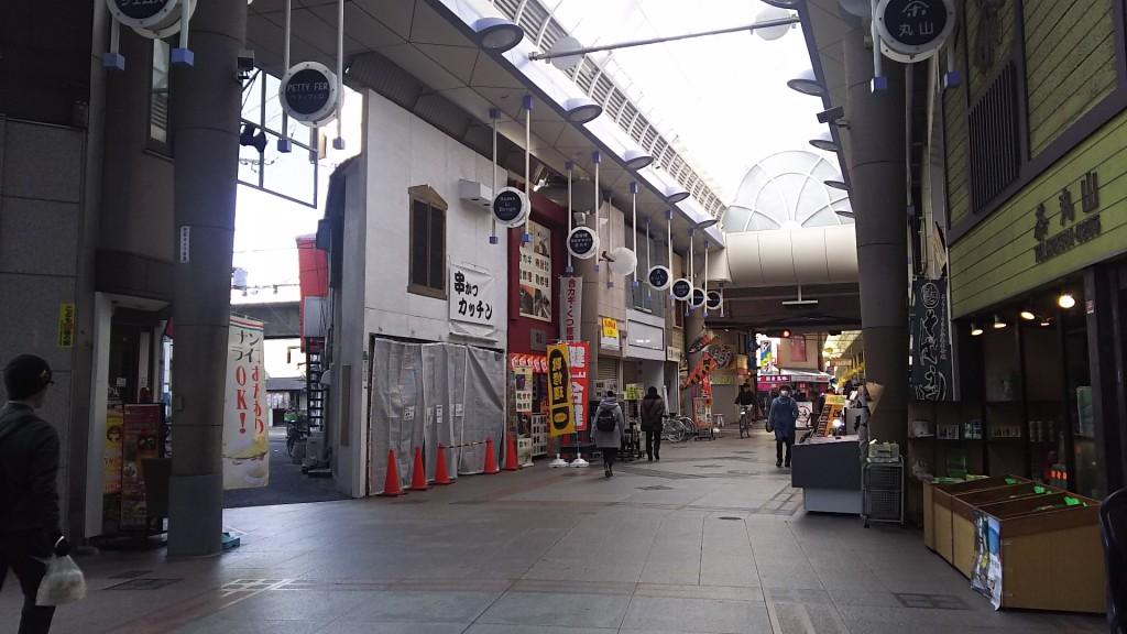 十三本町商店街から見たニュータージマハルエベレスト 十三店