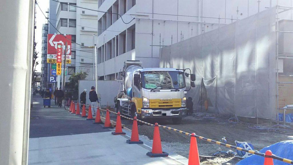 セブンイレブン大阪宮原4丁目店から見たスギ薬局