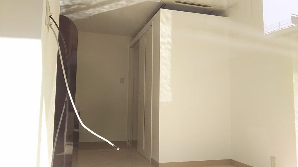 新大阪ひかり歯科クリニック バックヤードと思われるところ 更衣室かレントゲン室