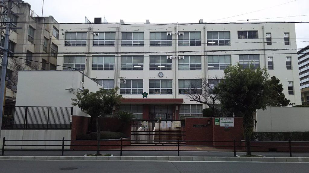 新東三国小学校 外観