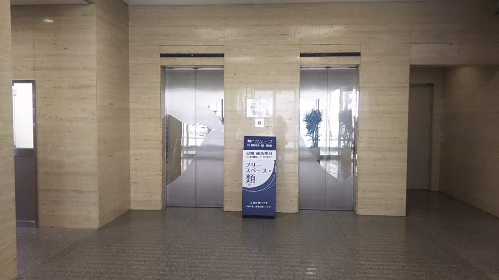 類ビル 正面玄関入ってすぐ エレベーターホール