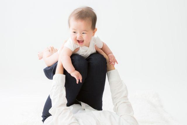 赤ちゃんとママ 飛行機遊び