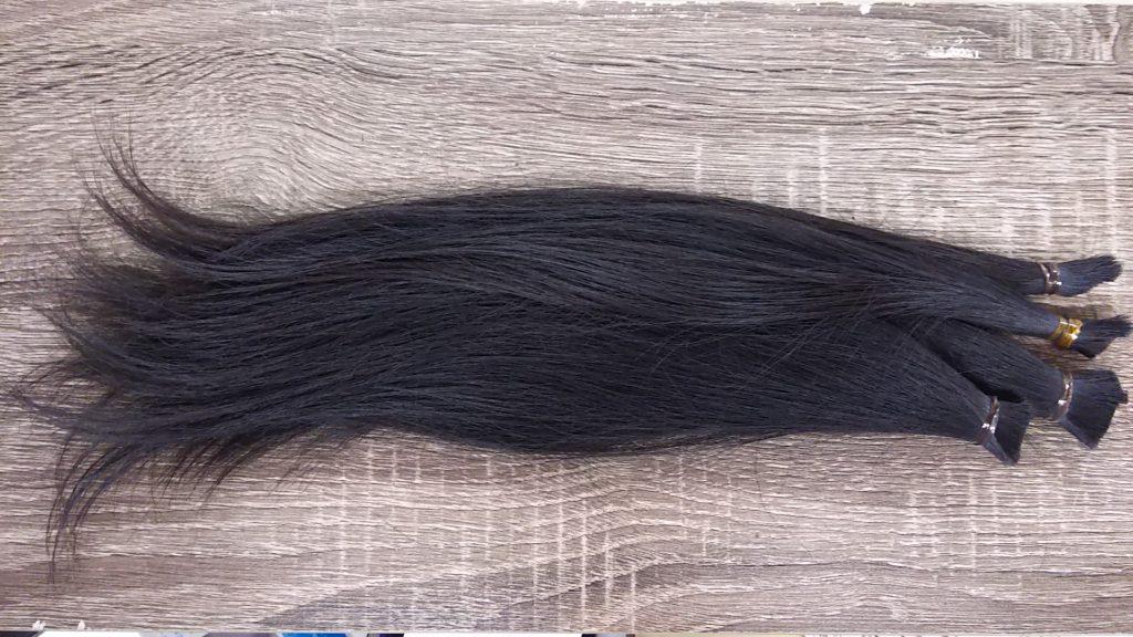 ヘアドネーション用に切られた髪の毛