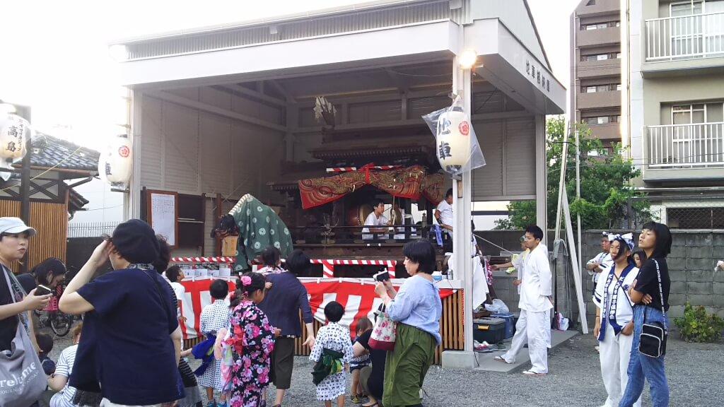 塚本神社 境内 獅子舞