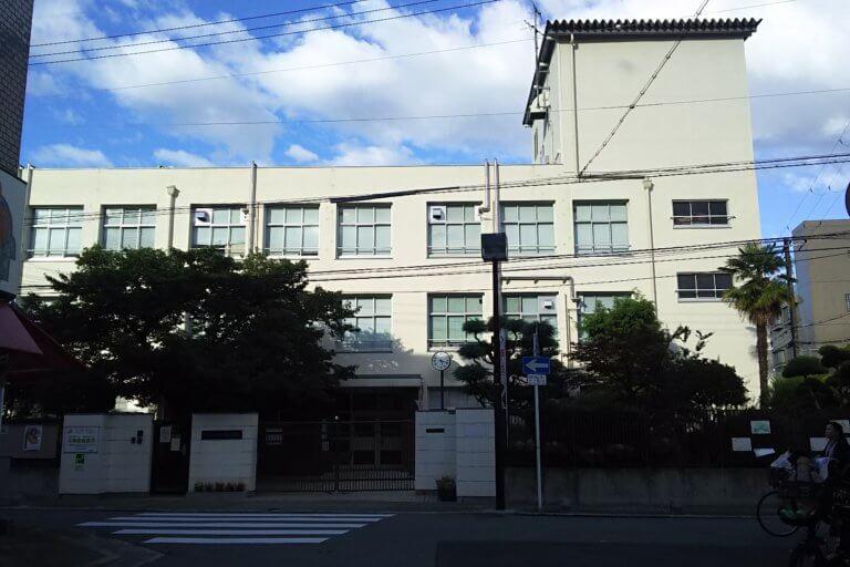 東三国小学校 外観
