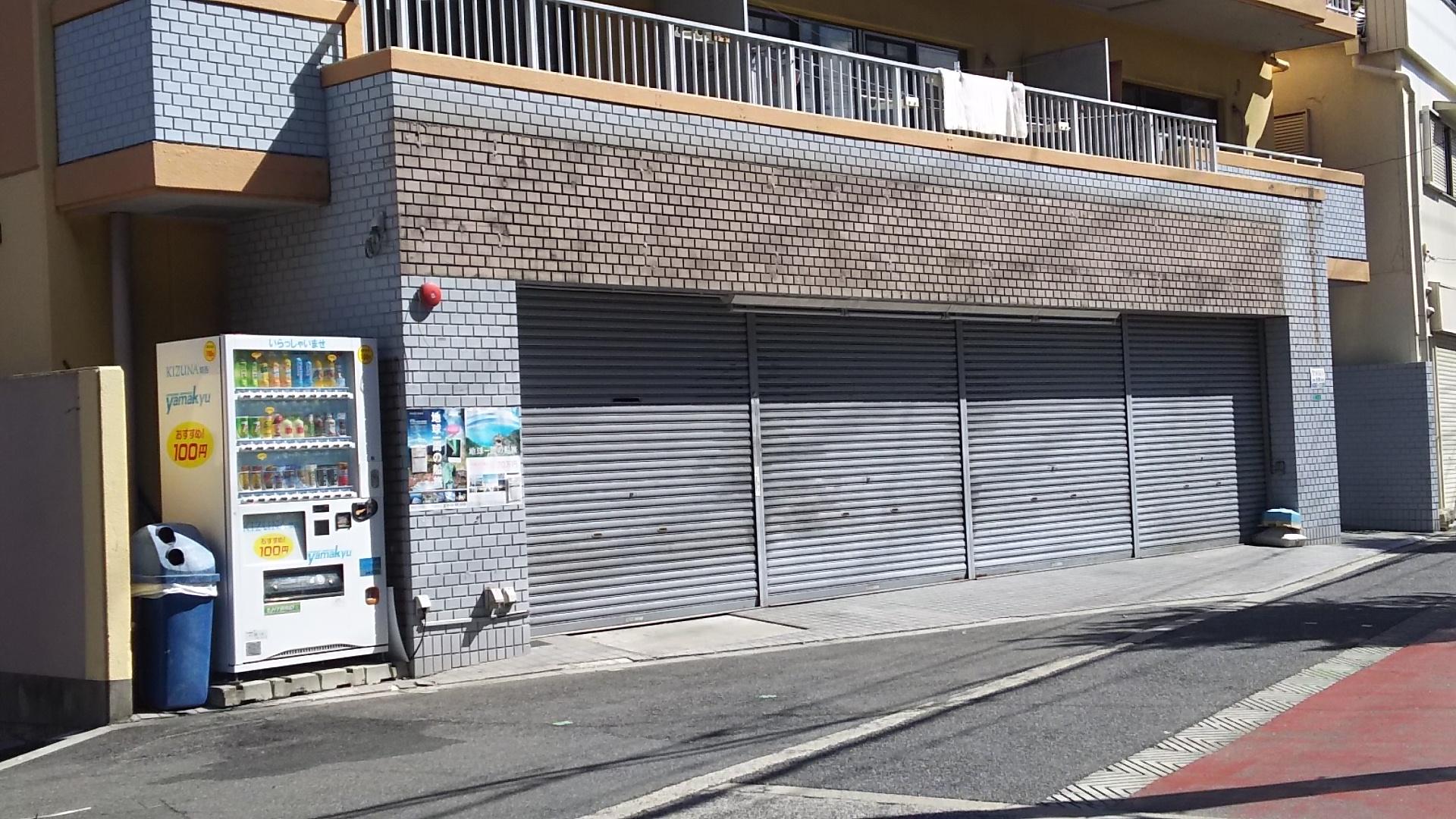 ブックアイランド 十三東店 看板撤去後 外観