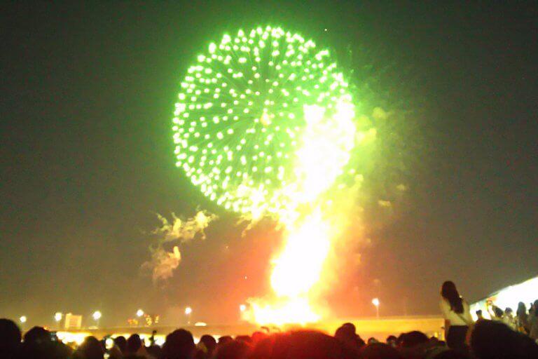 なにわ淀川花火大会 緑の花火
