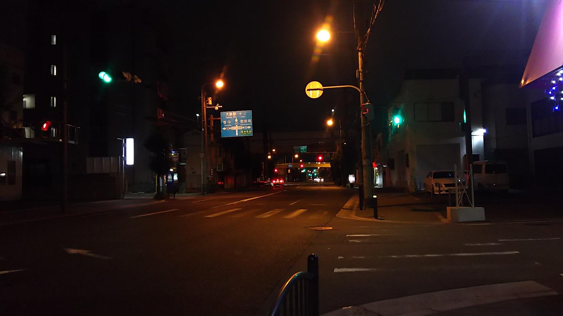 セブンイレブン 大阪加島3丁目店に入る交差点 東方向を向いて