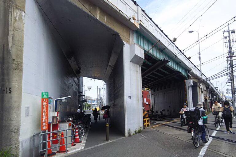 阪急神戸線と 国道176号線 立体交差 (阪急高架橋)