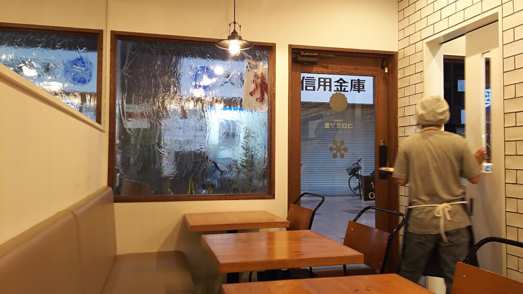 Osaka コロミツ堂 店内 奥から