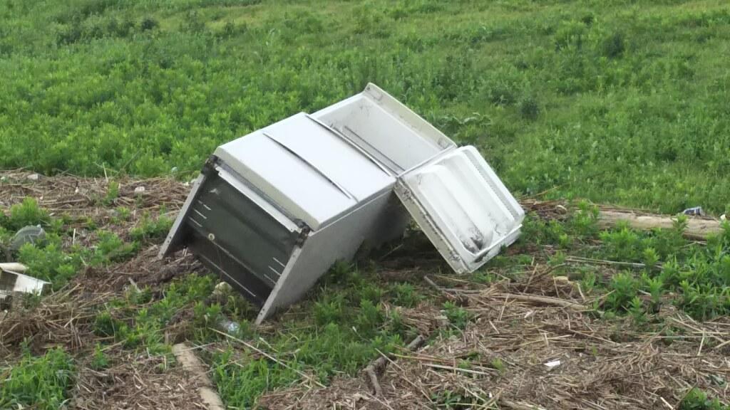 2018年9月5日 淀川河川敷 西中島地区 飛ばされてきた 冷蔵庫