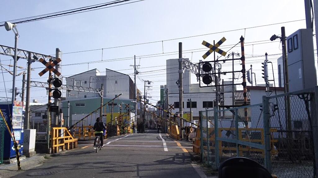 阪急十三駅 北側 高槻街道 と 第二 踏切道
