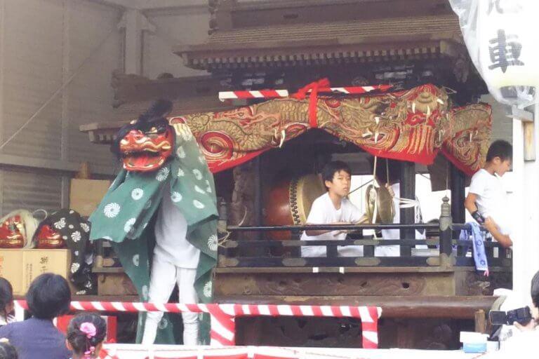 塚本神社 舞台上 獅子舞