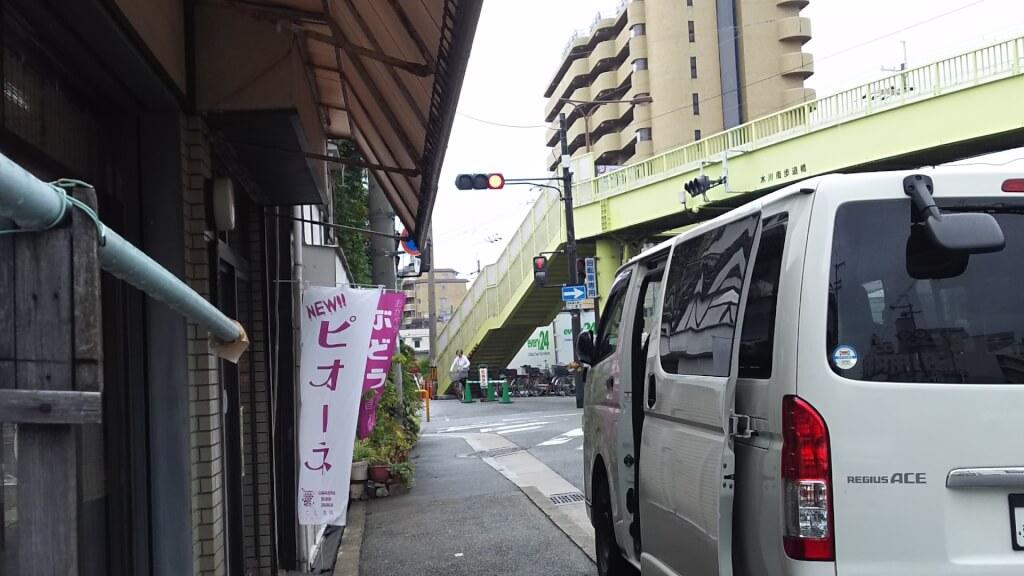 淀川通りから ライフ 十三東店より北へ 木川南歩道橋 付近
