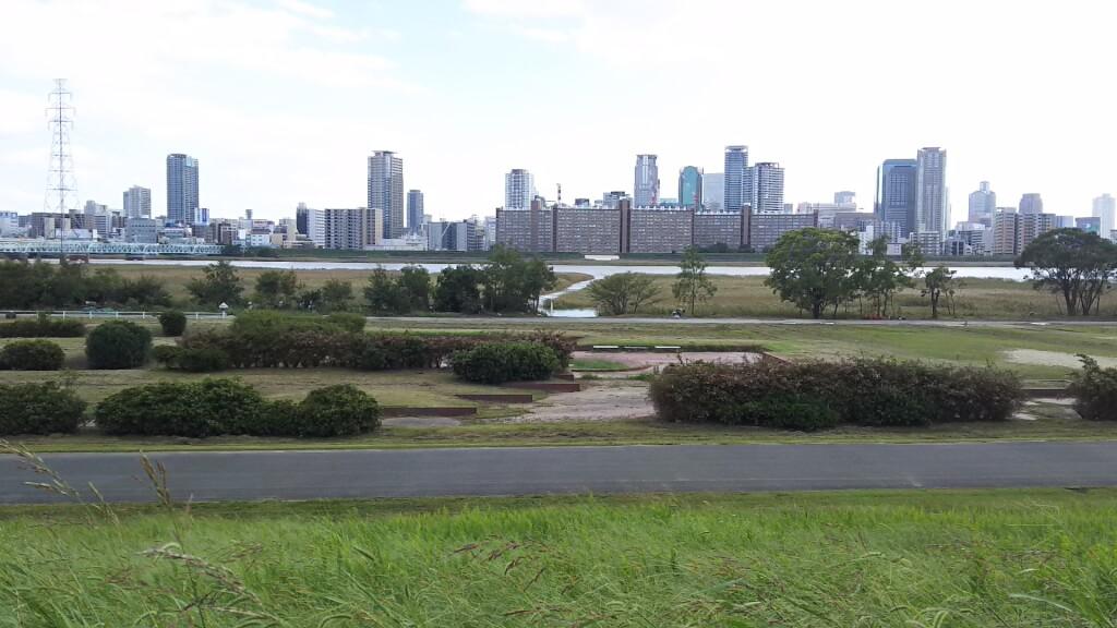 淀川河川敷 西中島地区 芝生広場から 河川まで