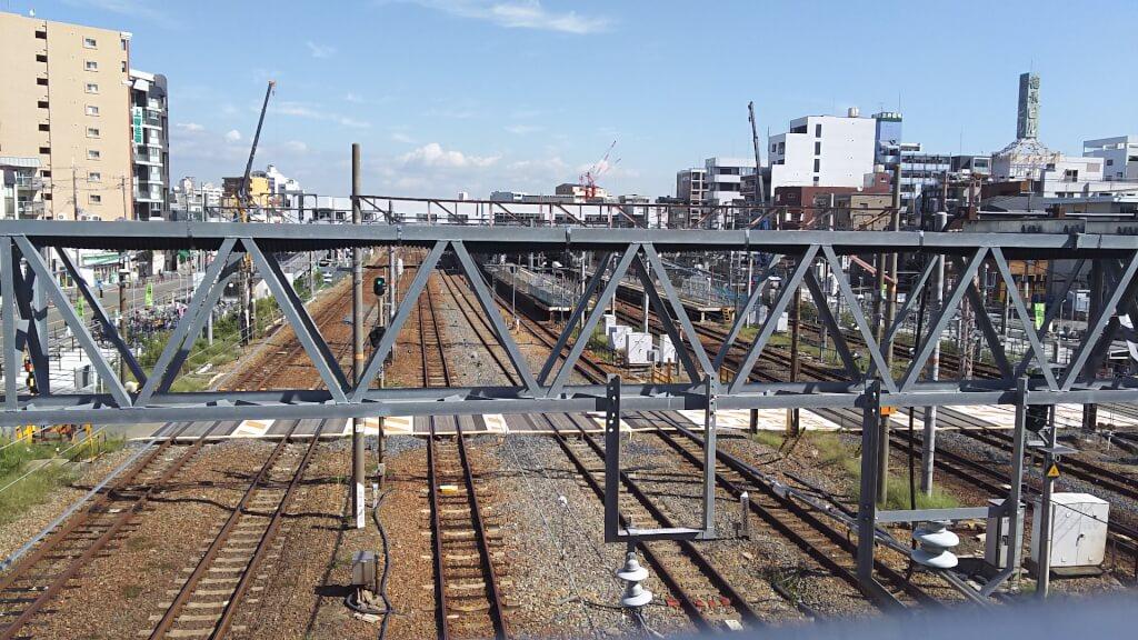 日之出跨線歩道橋 から見た JR 東淀川駅 方面