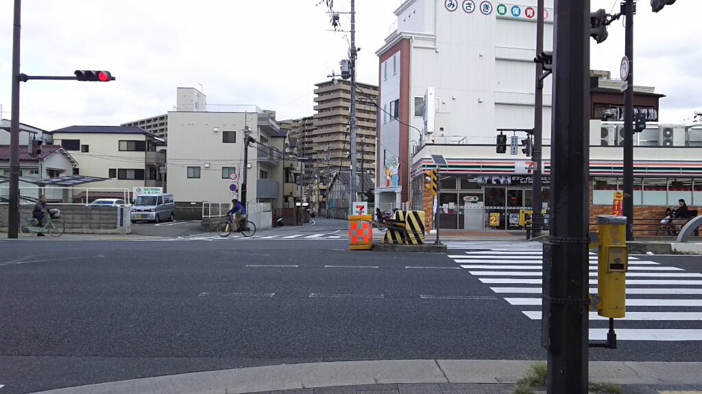 セブンイレブン 大阪 佃1丁目店 と 駐車場