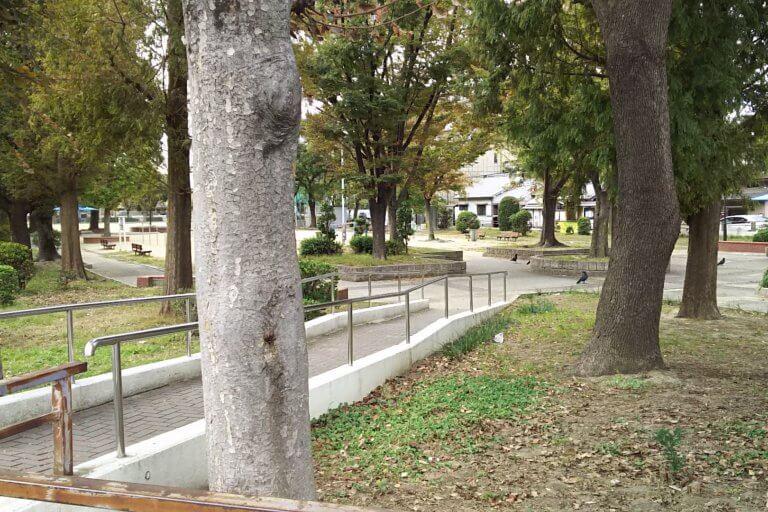 新佃公園 国道2号線沿い