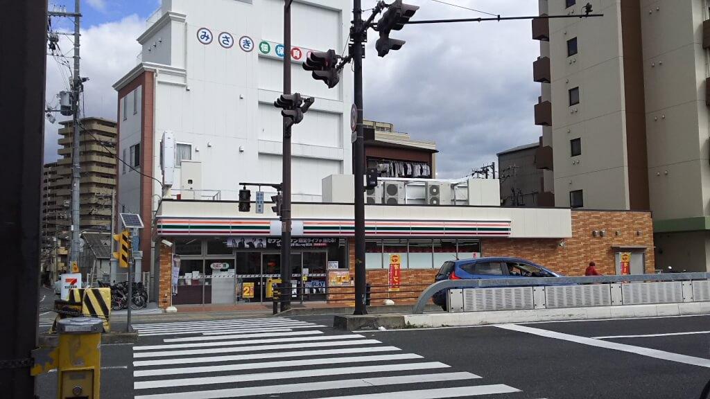 セブンイレブン 大阪 佃1丁目店 正面から外観