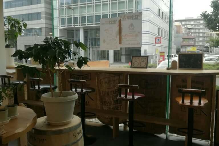 焙りたてや カフェスペースからの 正面の景色