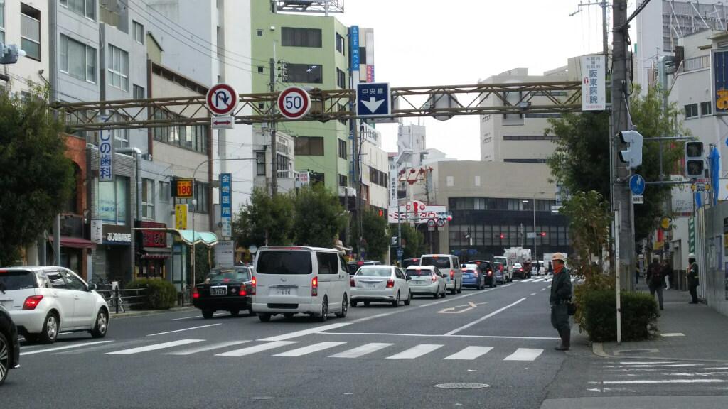 吉鳥と 阪急十三駅と 十三交差点