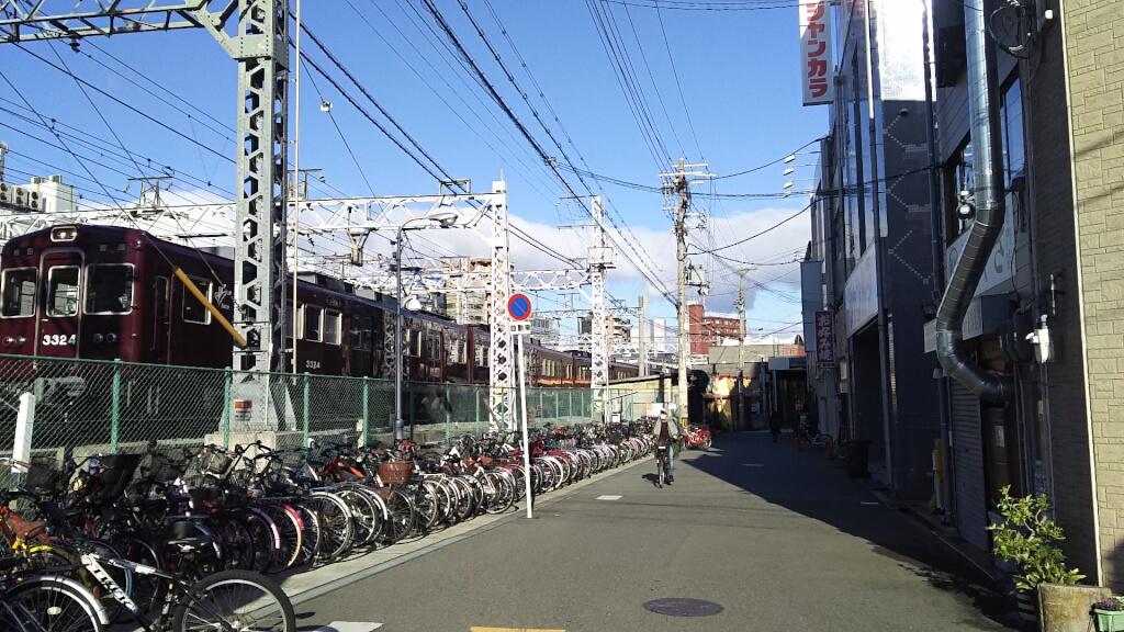 珈琲空間 と 十三駅 と 阪急電車