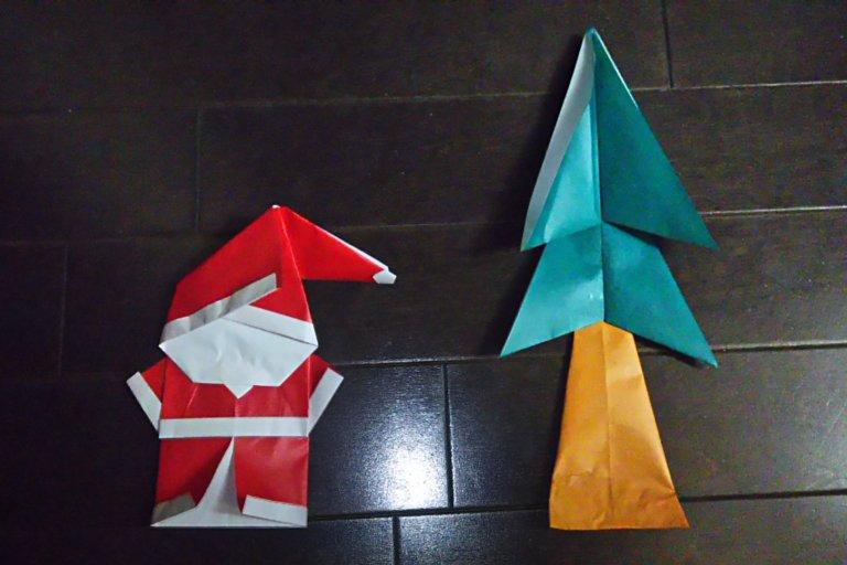 折り紙の サンタクロースと モミの木