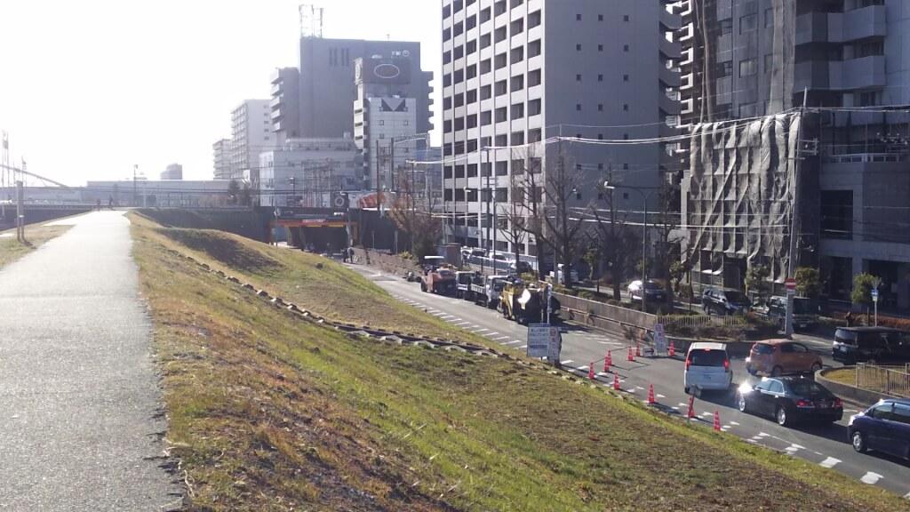 淀川 堤防 北側 一方通行路 の 大渋滞の 先頭