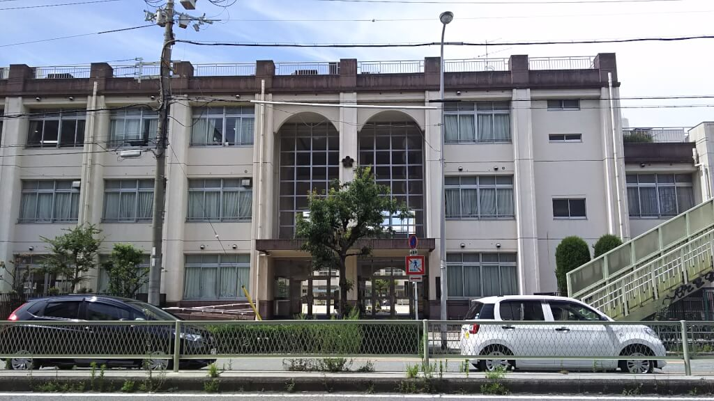 塚本小学校 南側から