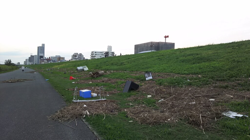淀川河川敷 台風後の ゴミなどの様子