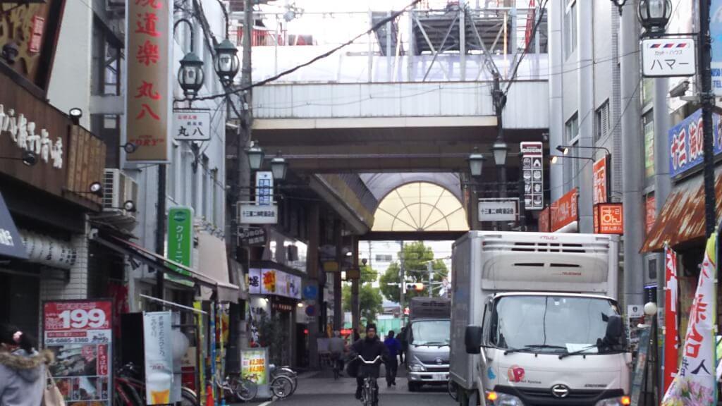 十三駅前通 元淀川区役所前 北側から見たところ