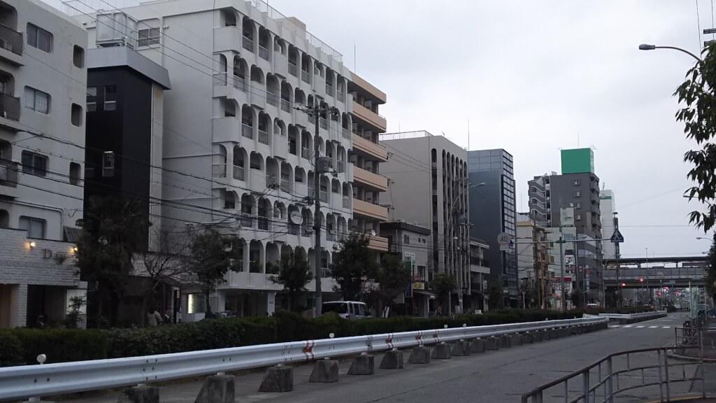 大阪メトロ 東三国駅と 煌彩酒家 ふぁんふぁん