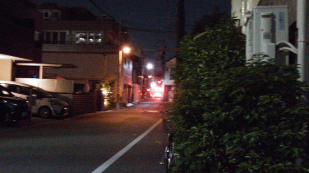 神津神社東側の道 北向き 十三東本通り商店街 手前