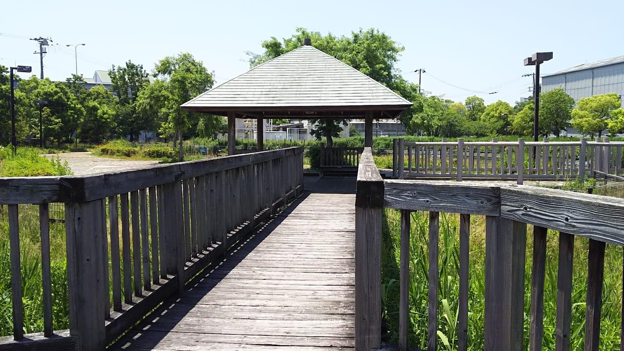 大野せせらぎの里内の橋の向こう側