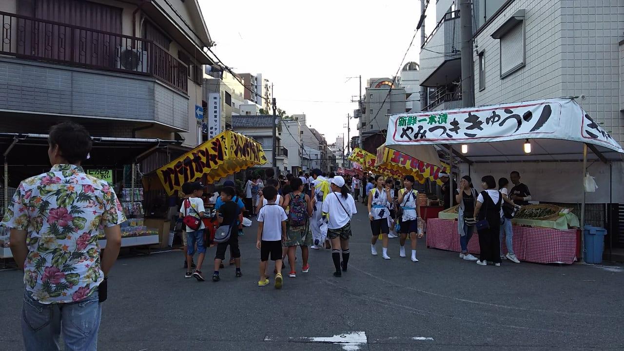 塚本神社 夏祭り 2018年 塚本神社から塚本駅に伸びる出店
