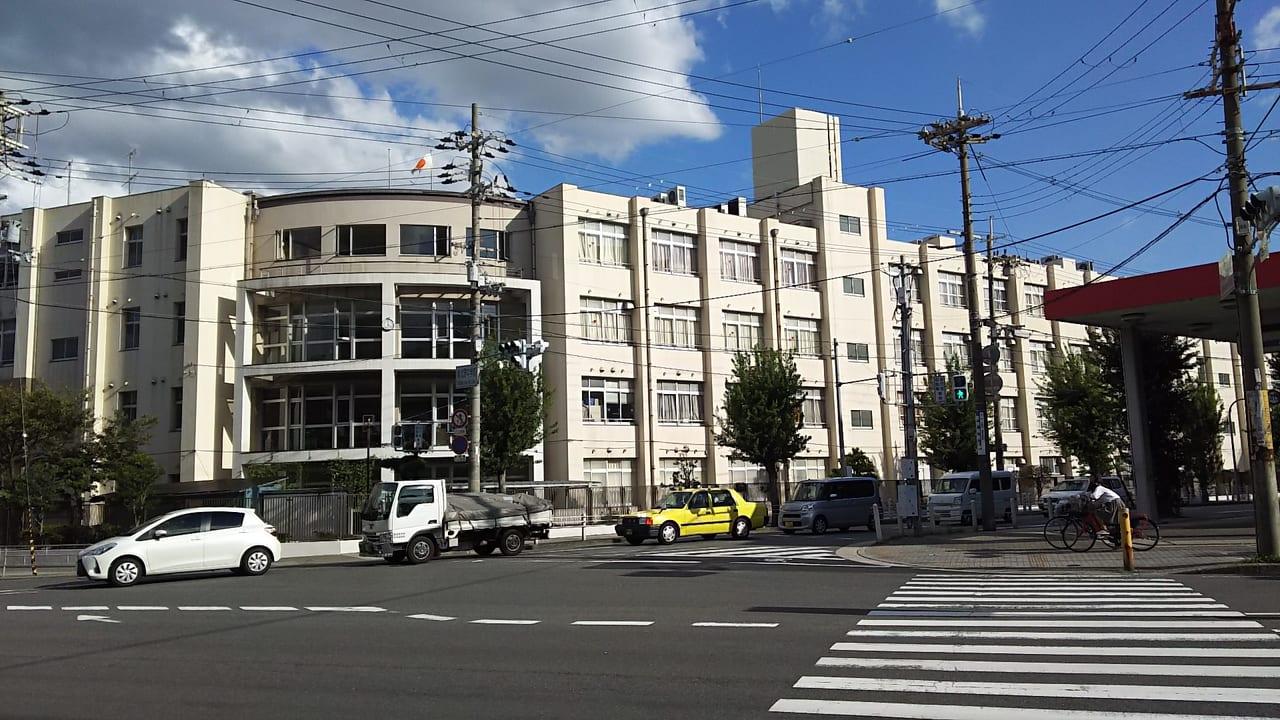 新北野中学前の交差点